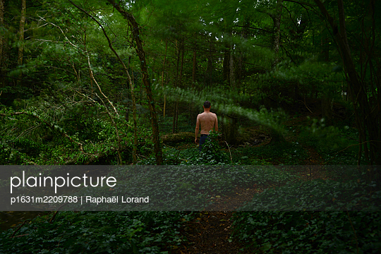 Man standing in the forest - p1631m2209788 by Raphaël Lorand