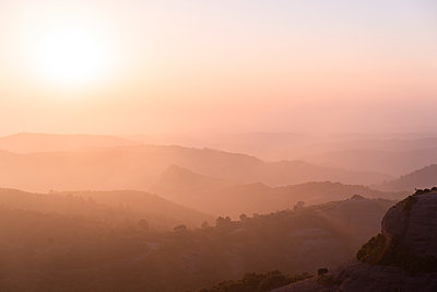 Spain, Catalonia, Barcelona, Montcau at sunset - p300m2012325 von VITTA GALLERY