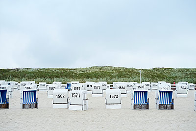 Wicker beach chairs on the beach, Sylt - p1511m2223097 by artwall