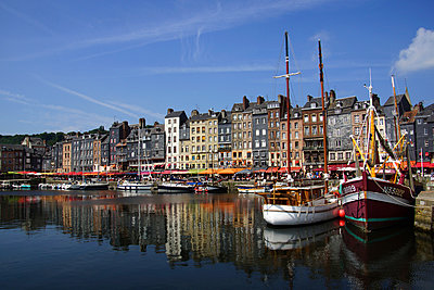 Honfleur - p162m925791 by Beate Bussenius