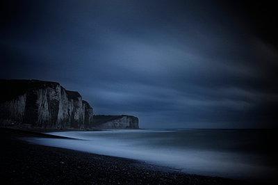 Dunkles Meer - p1137m987252 von Yann Grancher