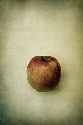 Apple - p1228m1137772 by Benjamin Harte