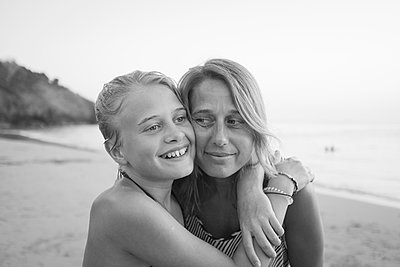 Girl with mother on beach - p312m1471495 by Johan Willner
