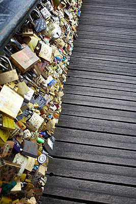 Love locks - p415m822883 by Tanja Luther
