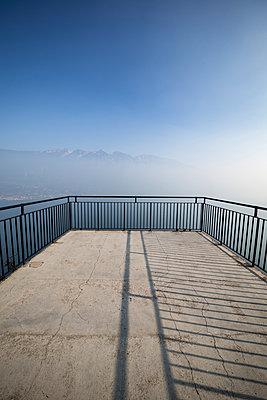 Balkon am Gardasee - p550m1138380 von Thomas Franz