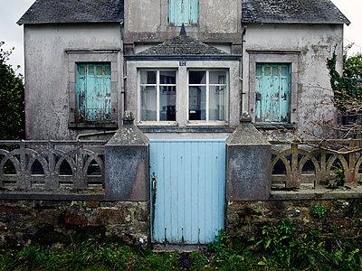 Verfallenes Wohnhaus - p416m991018 von Bernd Wagner