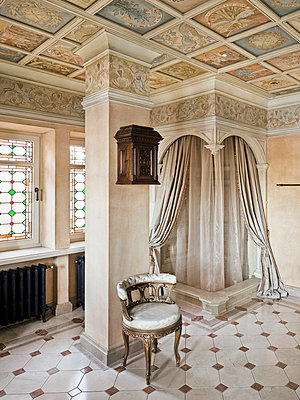 Noble bathroom in a castle - p3900339 by Frank Herfort