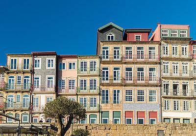 Portugal, Porto, Ribeira, Historic houses - p1332m2197135 by Tamboly