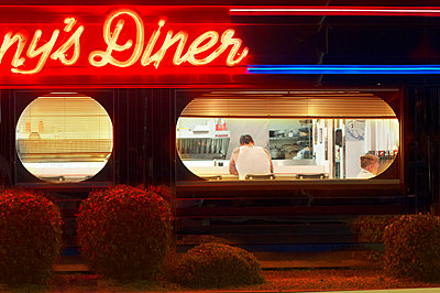 Diner - p1413m1515067 by Pupa Neumann