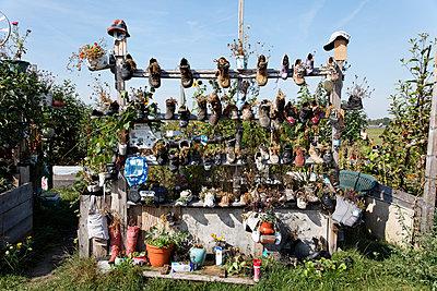 Urban Gardening, Ausguck, Tempelhof - p238m952777 von Anja Bäcker