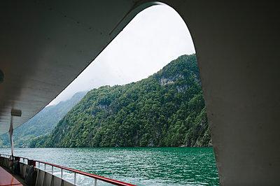 Schiffsreise in der Schweiz - p819m1066353 von Kniel Mess