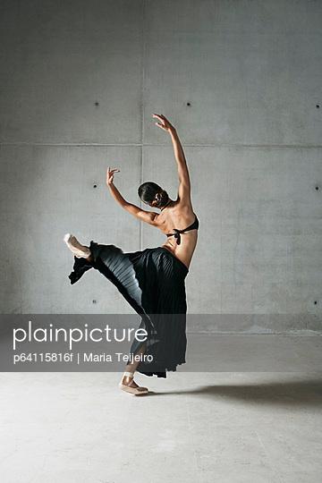 Ballet dancer posing in ornate dress
