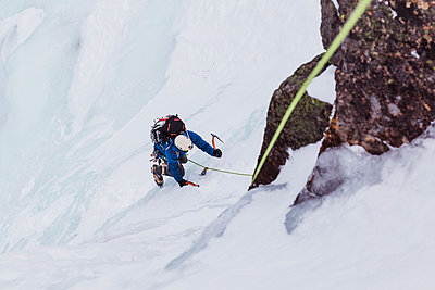 High angle view of man ice climbing at White Mountains during winter - p1166m1566941 by Cavan Images