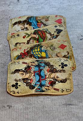 Four vintage playing cards - p1235m1538146 by Karoliina Norontaus