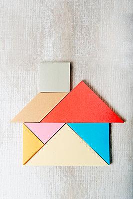 Haus aus Post-its - p451m1563649 von Anja Weber-Decker