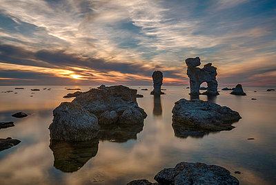 Kalksteinfelsen auf Farö - p745m891626 von Reto Puppetti
