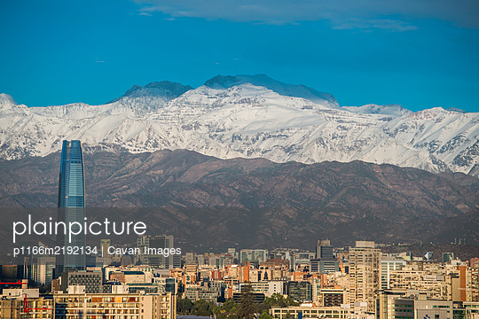 elevated view of Santiago de Chile in the evening - p1166m2192134 by Cavan Images