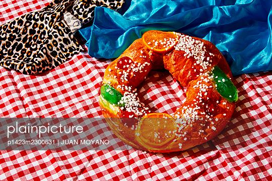 Spanish Kings Cake, eaten on Three Kings Day, on a table - p1423m2300631 by JUAN MOYANO