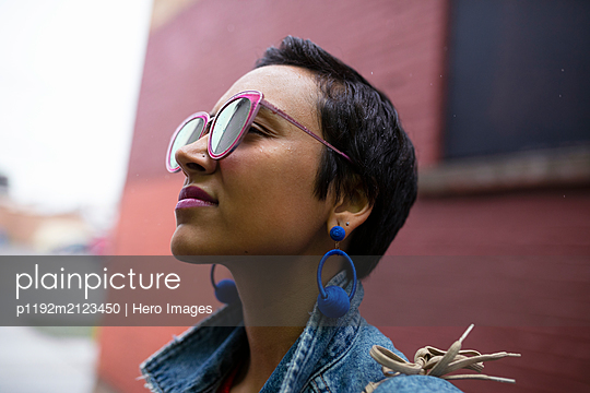 Profile cool young woman wearing sunglasses - p1192m2123450 by Hero Images
