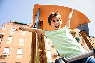 Portrait of happy little girl on playground - p300m2029501 von Javier Sánchez Mingorance