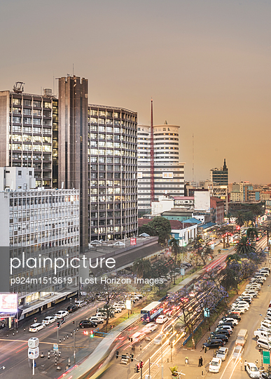 plainpicture | Photo library for authentic images - plainpicture p924m1513619 - Modern buildings downtown N... - plainpicture/Image Source/Lost Horizon Images