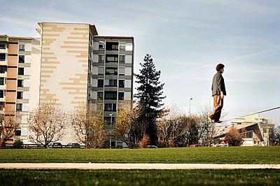 Mann auf einem Seil - p1570m2150613 von DOROTHY-SHOES