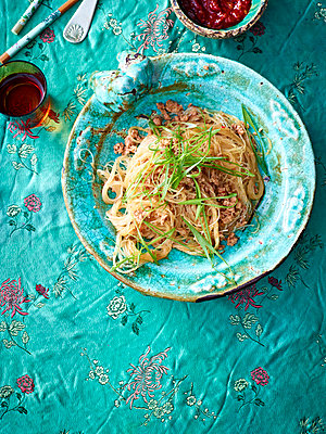 Still life of bowl with stir fry pork mince and noodles - p429m1012915f by BRETT STEVENS