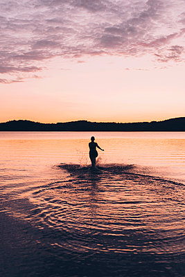 Midnight Swim  - p1507m2111147 by Emma Grann