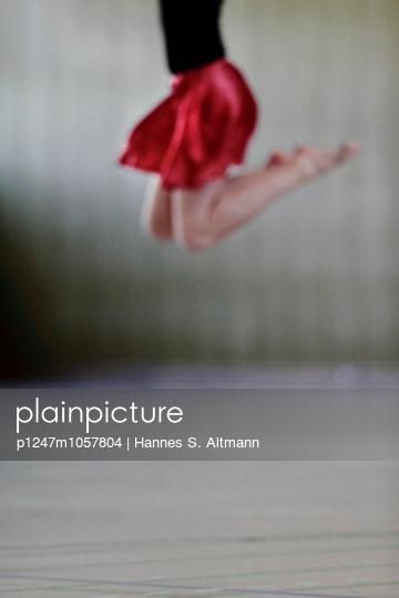 Dancing - p1247m1057804 by Hannes S. Altmann