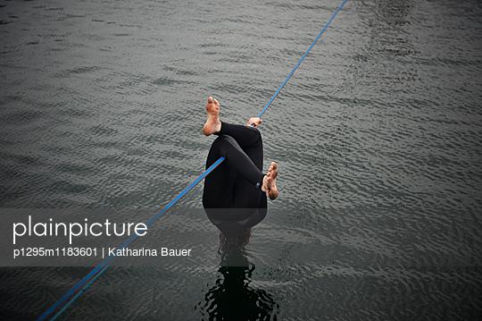 Abhängen - p1295m1183601 von Katharina Bauer