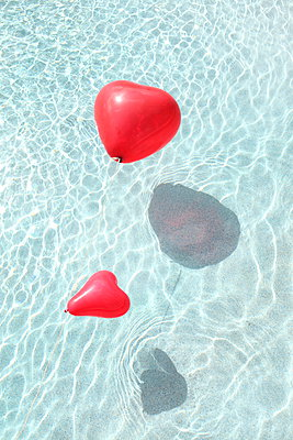 Two hearts - p045m907344 by Jasmin Sander