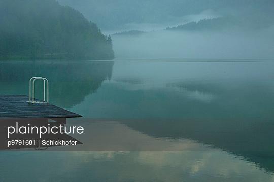 Erlauf See im Morgennebel - p9791681 von Schickhofer