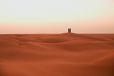 Two men in the Sahara - p548m911696 by Fred Leveugle