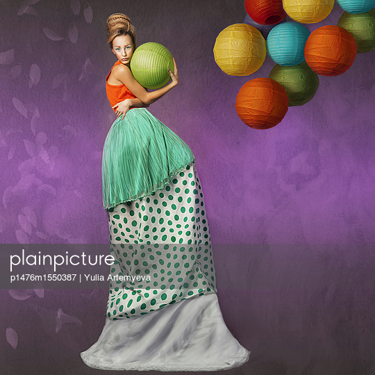 Fairy with balls - p1476m1550387 by Yulia Artemyeva
