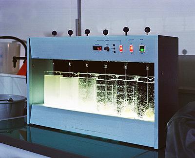 Wasseraufbereitungsanlage - p453m1171229 von Mylène Blanc