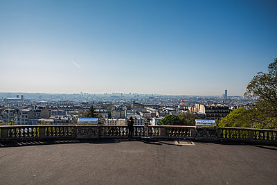 View from Montmartre - p940m2179782 by Bénédite Topuz