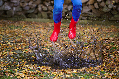 Jumping in a puddle - p1231m1183727 by Iris Loonen