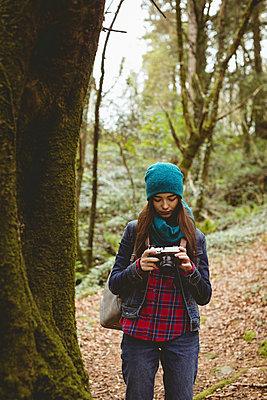 Woman looking clicked photos in vintage camera - p1315m1484094 by Wavebreak