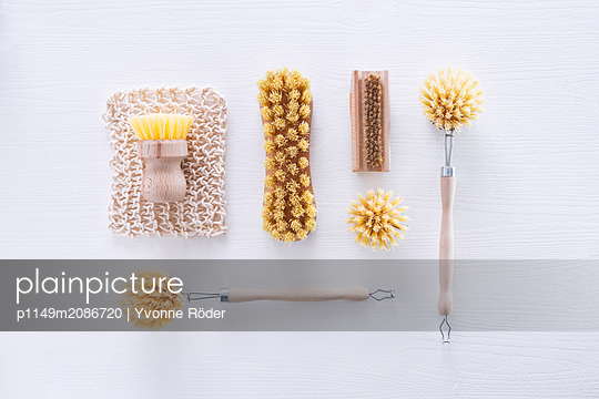 Natural brushes - p1149m2086720 by Yvonne Röder