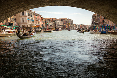 Bridge over the Grand Canal - p1059m919141 by Philipp Reiss