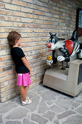 Kind und Kater Sylvester - p1164m951930 von Uwe Schinkel