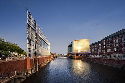 Brooktorkai Hamburg - p1370m1445400 von Uwe Reicherter