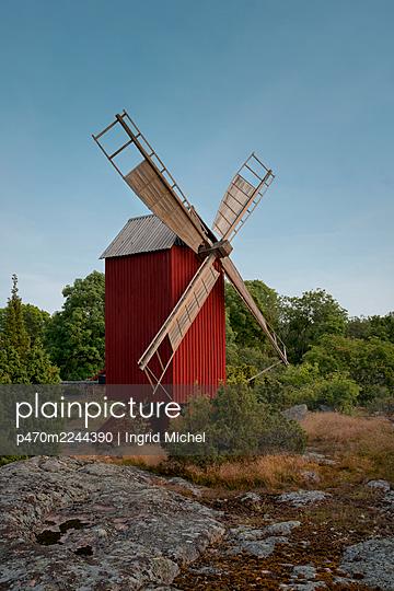 Historische Windmühle auf Åland - p470m2244390 von Ingrid Michel