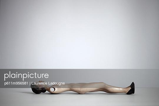 Puppe ohne Arme - p611m956581 von Laurence Ladougne