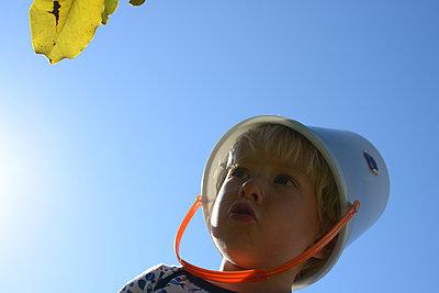 Boy playing - p1631m2208644 by Raphaël Lorand