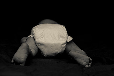 Baby with diapers on from behind - p1687m2295121 by Katja Kircher