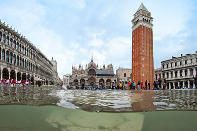 St. Mark's Square flooded by high tide, Venice, UNESCO World Heritage Site, Veneto, Italy - p871m2123085 by Antonio Busiello