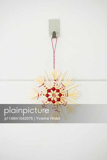 Straw star - p1149m1043375 by Yvonne Röder