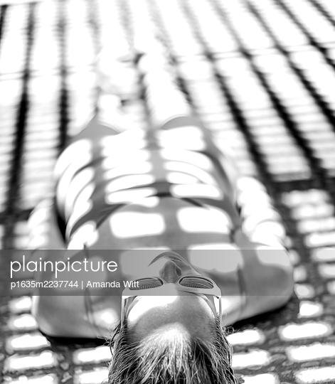 Woman in shade - p1635m2237744 by Amanda Witt