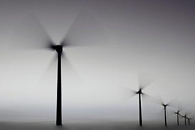 Windräder - p1137m932531 von Yann Grancher